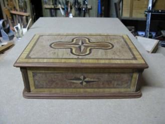 Caja de marquetería diseñada y empezada a los 15 años