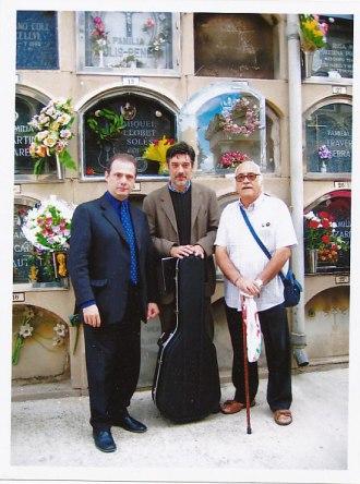 Delante de la tumba de Llobet con Stefano Grondona y Carles Trepat, 2007
