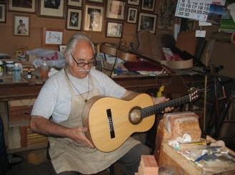 Guitarra con tornavoz, modelo García