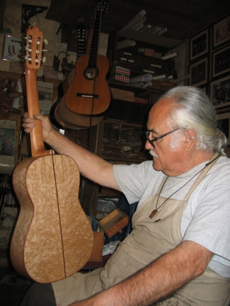 """Guitarra modelo García con fondo de arce """"ojo de perdiz"""""""
