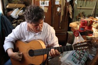 Nikiforos Kouros, oftalmólogo, luthier y amigo