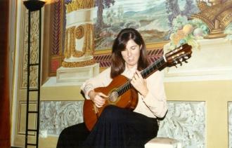 Joana Albiol en la sala noble del Conservatorio de Tarragona, 1992